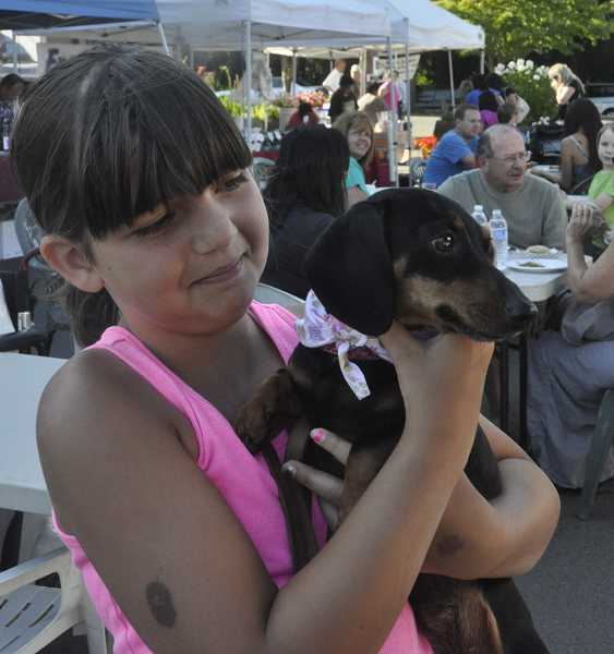 by: LORI HALL - West Linn's Laura Perry, 10, has high hopes for Jasmine at the dog race.