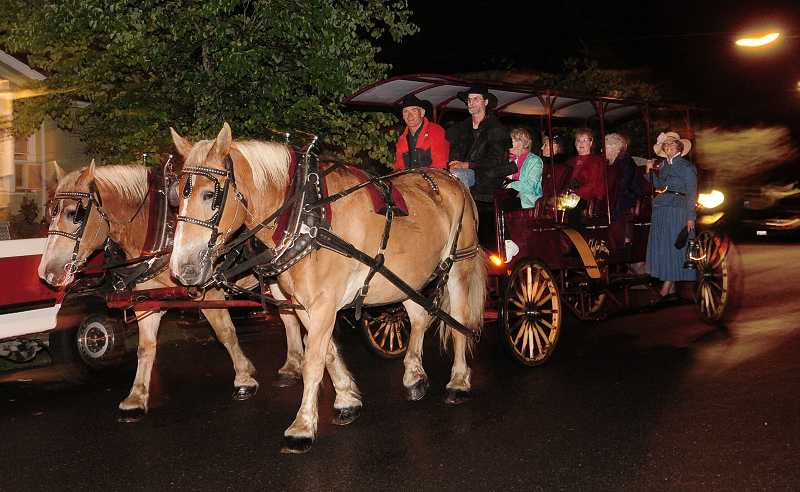 by: VERN UYETAKE - Tourists start the Willamette Living History Tour off with a carriage ride down Knapps Alley.