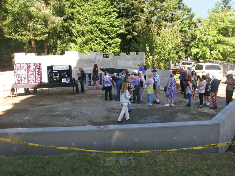 by: PHOTO BY RAYMOND RENDLEMAN - Hundreds of families from across the Northwest visit the construction site of the Parents of Murdered Children Memorial on Sept. 25, at Mt. View Cemetery, 500 Hilda St.