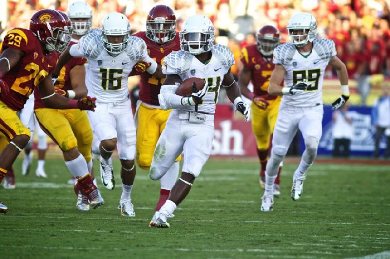 by: TRIBUNE PHOTO: JAIME VALDEZ - Kenjon Barner runs for an early Oregon Ducks touchdown Saturday at USC.