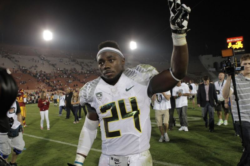 by: TRIBUNE PHOTO: JAIME VALDEZ - After a record-setting night, Kenjon Barner waves to the Oregon Ducks' fans and celebrates the 62-51 victory at USC.