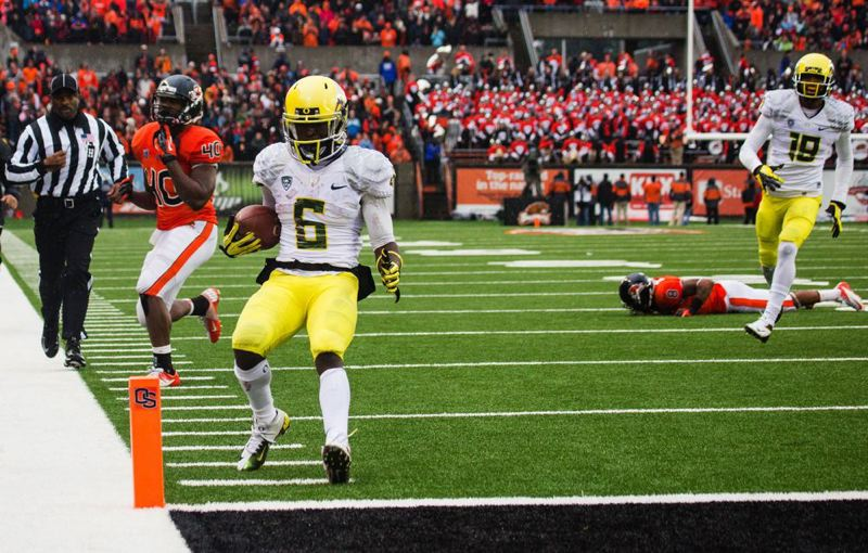 by: TRIBUNE PHOTO: CHRISTOPHER ONSTOTT - De'Anthony Thomas scores one of his three rushing touchdowns as the Oregon Ducks beat Oregon State 48-24 Saturday at Reser Stadium.