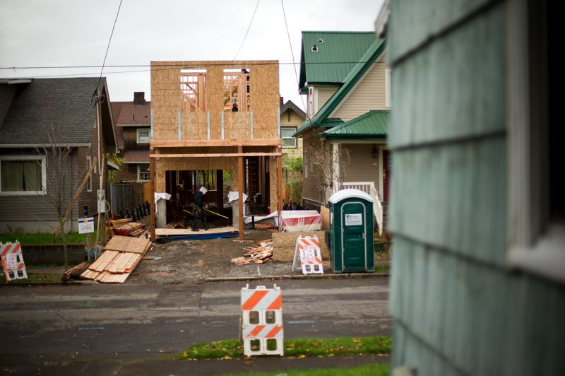 "by: TRIBUNE PHOTO: CHRISTOPHER ONSTOTT - A new single-family home is under construction on a divided lot in Northeast Portland€sˇÃ""öˆsˇÑˆsˇˆ'€sˇÃ Ã¶ˆsˇÃ«€sˇÃ Ã¶¬•s Alberta neighborhood. With a restricted urban growth boundary, urban density is becoming more important."