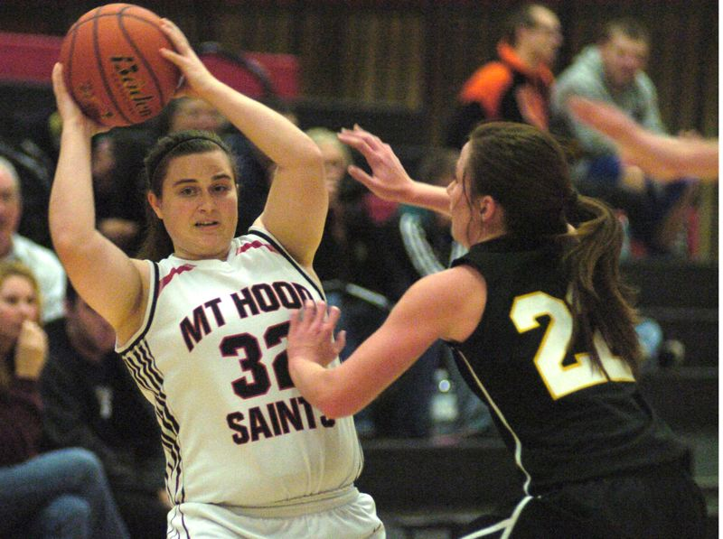 by: THE OUTLOOK: DAVID BALL - Mt. Hood freshman Sadie Jenks looks for an open passing lane during Fridays loss to Walla Walla.