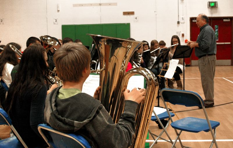 by: NEWS PHOTO: SCOTT JORGENSEN - The Estacada High School band performs.