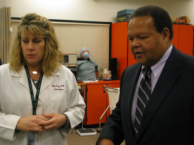 by: PHOTO BY RAYMOND RENDLEMAN - Registered nurse and Sabin-Schellenberg Career-Technical Center teacher Lyn Gray meets Dr. Rudy Crew, Oregon's chief education officer, during a Dec. 18 tour.