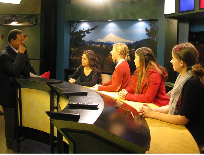 by: RAYMOND RENDLEMAN - Dr. Rudy Crew, Oregon's chief education officer, talks with broadcasting seniors Donna Esparza (from left), Stephanie Davis, Lexie Polzel and Madelyn Odegaard at the Sabin-Schellenberg Career-Technical Center last week.