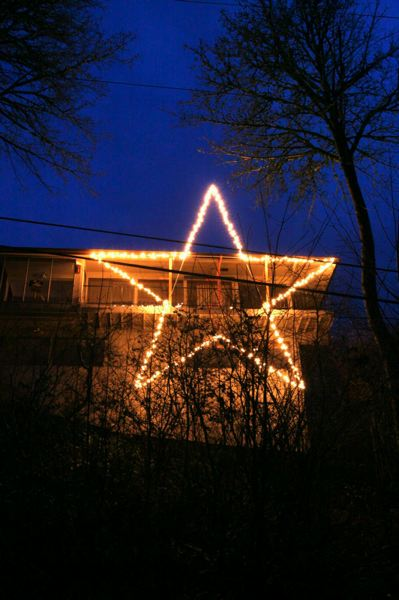 Mel Holst's Christmas star tradition continues thanks to caring neighbors.