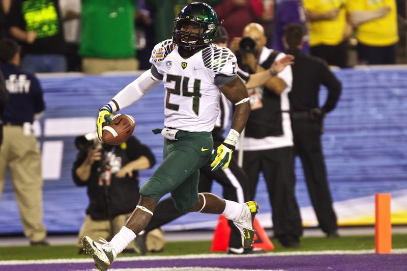 by: TRIBUNE PHOTO: JAIME VALDEZ - Kenjon Barner gets into the end zone in the first half for Oregon.