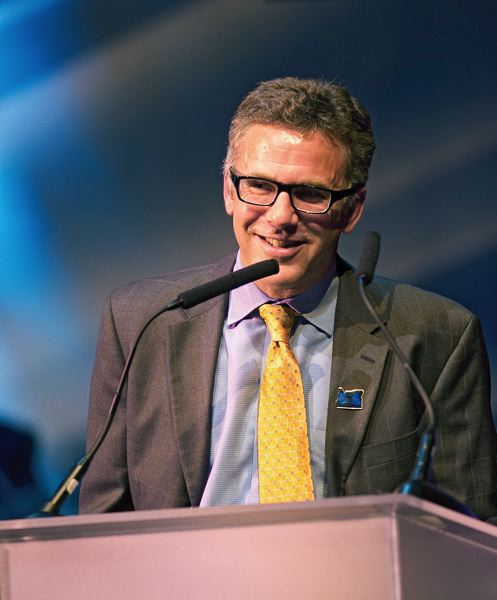 by: TRIBUNE PHOTO: CHRISTOPHER ONSTOTT - ESPN SportsCenter anchor Neil Everett's state-of-Oregon roots run deep. He'll return to the state next month to host the 61st annual Oregon Sports Awards Feb. 10 at Nike.