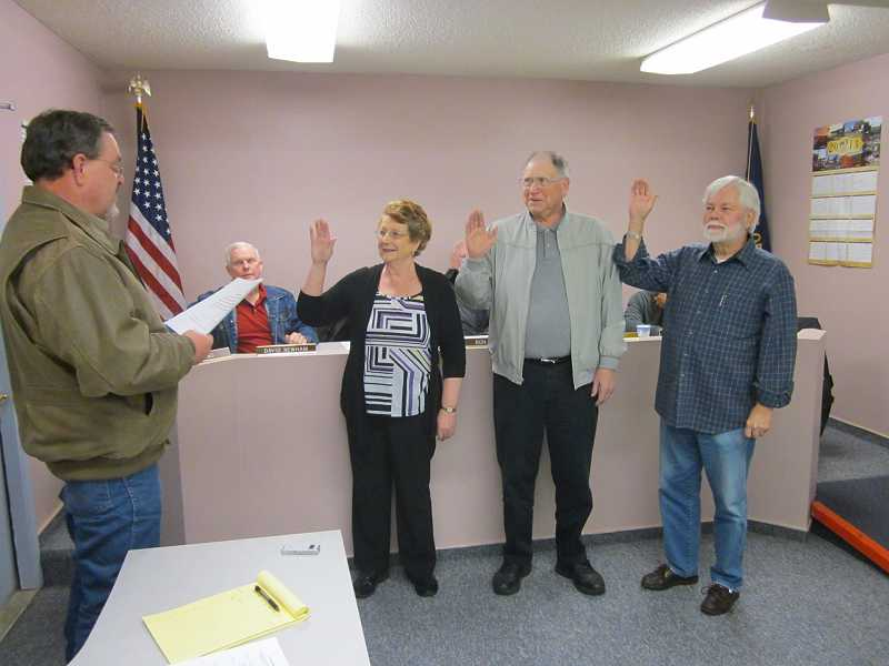 by: BARBARA SHERMAN - MAKING IT LEGAL - King City City Manager Dave Wells (left) swears in newly elected councilors Suzan Turley, Al Reu and Dick Winn at the Jan. 2 council meeting.
