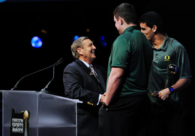 by: JOHN LARIVIERE - University of Oregon football standouts Marcus Mariota (right) and Taylor Hart greet veteran coach Mouse Davis. Mariota and Hart accepted a Slats Gill Sportsperson of the Year Award for departing UO coach Chip Kelly, now head coach of the NFL Philadelphia Eagles.