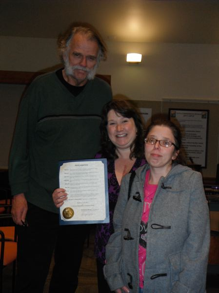 by: PHOTO COURTESY: WENDY BREEDLOVE - Oregon City Mayor Doug Neeley thanks Victoria Daniels (right) and Wendy Breedlove for bringing forward the issue of congenital heart defects at last week's City Commission meeting.