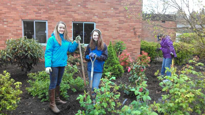 by: SUBMITTED PHOTO: TRACY DUDEK - Isabella Mueller, left, and Riley Elske take a breather during Lakeridge Junior High's Community Service Day last week.