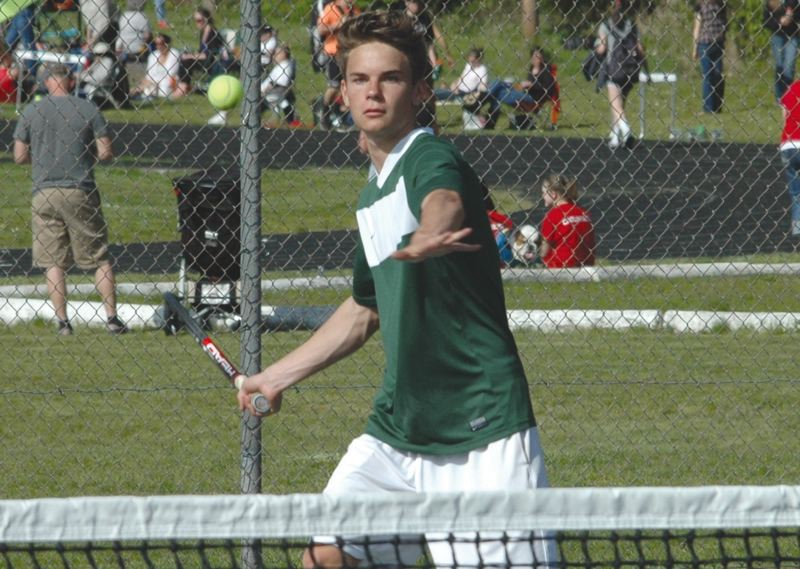 by: ESTACADA NEWS: PARKER LEE - Estacadas Luis Drexler makes a return during his 6-0, 6-0 win in the singles ladder Thursday.