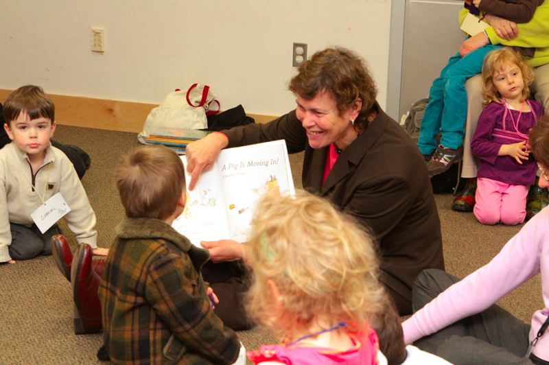 by: DAVID F. ASHTON - Multnomah County District 3 Commissioner Judy Shiprack reads A Pig Is Moving In to preschoolers at this Woodstock Library Story Time, during the 45th Annual Fair Housing Month.