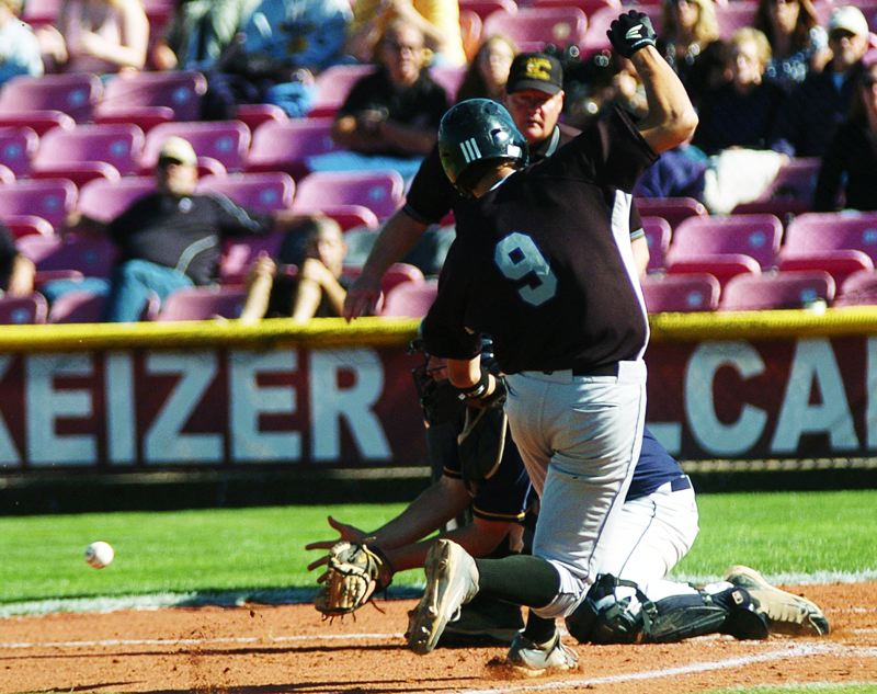 by: DAN BROOD - SCORING PLAY -- Horizon Christian High School senior Zack Selland (9) steals home on the front end of a double steal in the first inning of Friday's Class 3A state championship game.