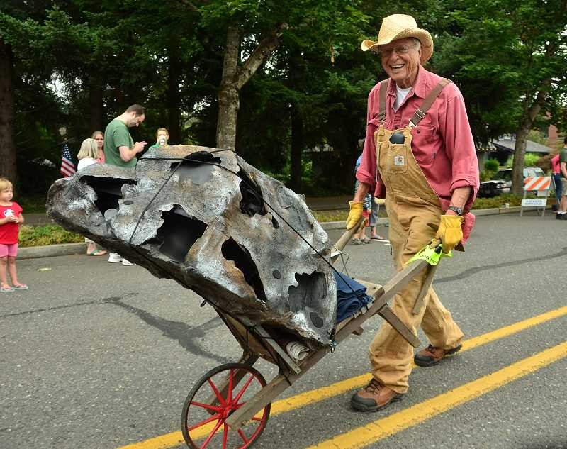 by: VERN UYETAKE - A replica of the Willamette Meteorite made an appearance at the parade.