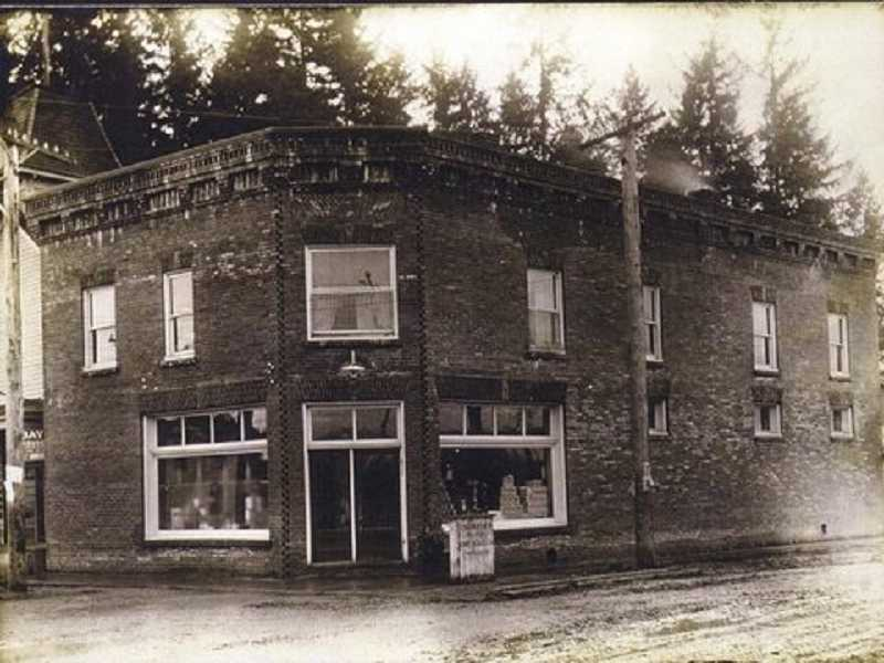 Winona Grange hall had its humble beginnings as the second floor of overseer J.R.C. Thompsons grocery store, before building the hall as it still stands on Seneca Street in 1940.