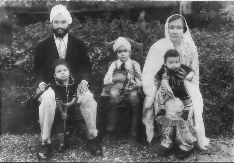 by: COURTESY OF RAVLEEN KAUR - A 1930 portrait shows a the family of Kapur Singh, who was part of the early movement to fight for Indias independence fostered by Punjabi laborers in Oregon.