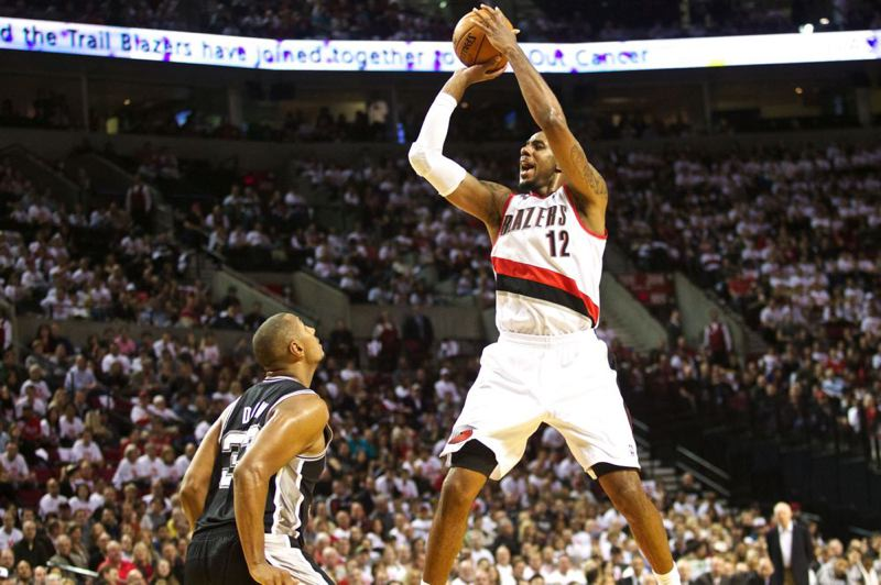 LaMarcus Aldridge gets open for a jump shot.