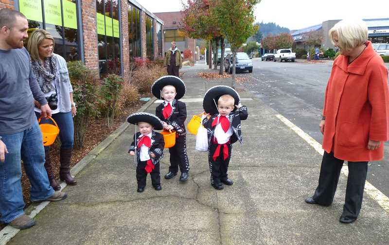 by: CONTRIBUTED - A Mariachi band graced Estacada.