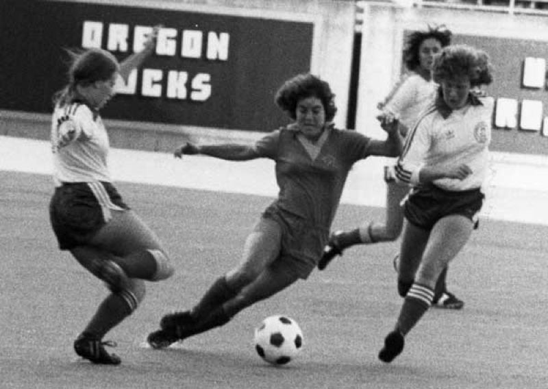 by: COURTESY OF UNIVERSITY OF OREGON - Center midfielder Michele Potestio of the Oregon Ducks splits the defense in a 1981 college match.