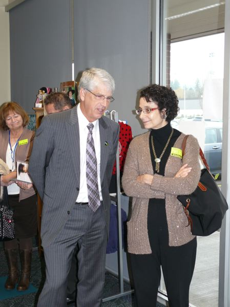 by: PHOTO BY: LESLIE ROBINETTE - Gladstone Superintendent Bob Stewart tours local schools with Oregon Education Czar Nancy Golden on Nov. 13.