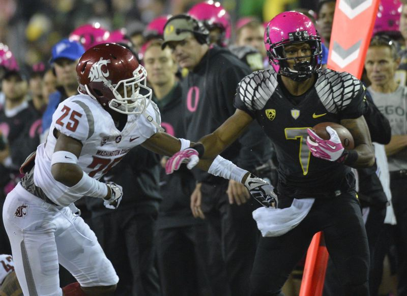 by: COURTESY OF MICHAEL WORKMAN - Oregon receiver Keanon Lowe (right) tries to shake Washington State's Daquawn Brown.
