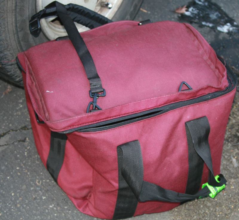 by: PHOTO COURTESY: GLADSTONE POLICE - Police say Dylan Michael Nelson took his 5-old son's body in this bag to Milo McIver Park in Estacada from the Budget Inn on McLoughlin Boulevard in Gladstone