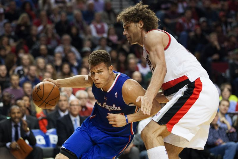 Robin Lopez (right) tries to impede the progress of Blake Griffin.