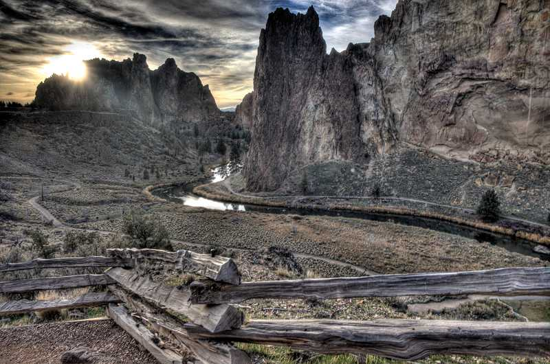 by: KEVIN SPERL - On New Year's Day, Smith Rock State Park will offer two, free, 90-minute guided hikes on the Rim Rock Trail.