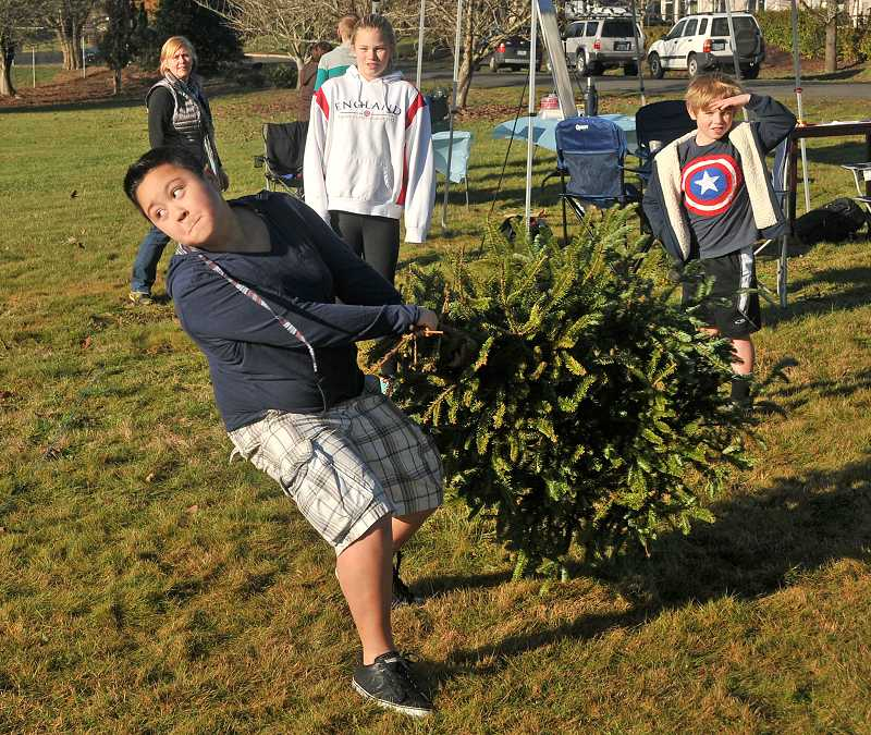 by: REVIEW PHOTO: VERN UYETAKE - Ethan Oh gets ready to unleash a big throw during Saturday's tree toss.
