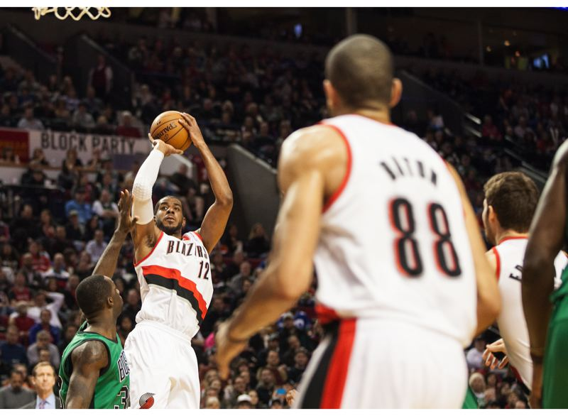 LaMarcus Aldridge lines up a shot from the right side against Boston.