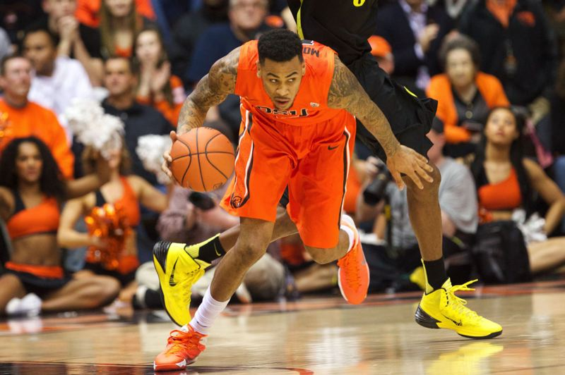 Eric Moreland of Oregon State brings the ball up the court in the second half.