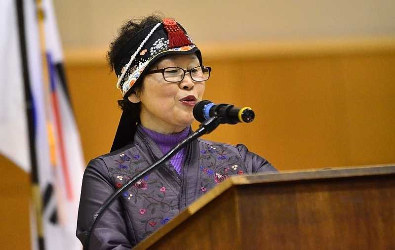 by: TIDINGS PHOTO: VERN UYETAKE - Wi-ja Ryu, the principal of Eonyang Middle School in the Republic of Korea, addresses the assembled students during a ceremony to welcome the Korean students to Athey Creek Jan. 13.