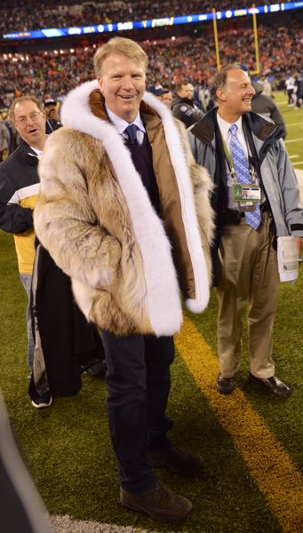 Broadcaster and former New York Giants QB Phil Simms wears a Joe Namath-esque coat.