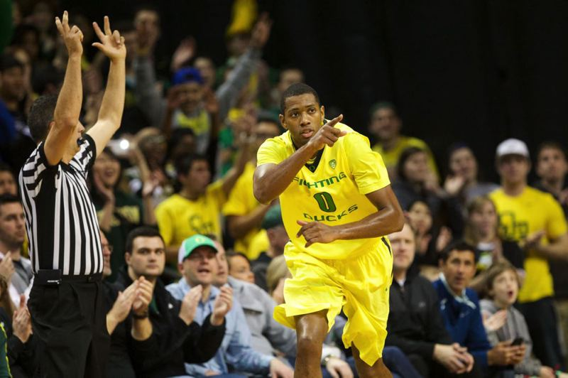 Oregon's Mike Moser notes a good pass that led to his 3-pointer in Sunday's victory over Oregon State.
