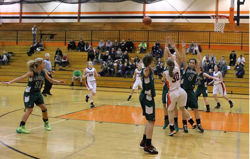 by: CORY MIMMS - Rylee Elliott passes to Marissa Marr over Estacada's defense. Also pictured is Molalla's Katelin Satyna, number 20.