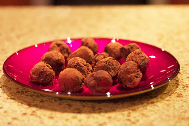 by: DAN PRED - Create tea-infused truffles with any flavor of tea that strikes your fancy.