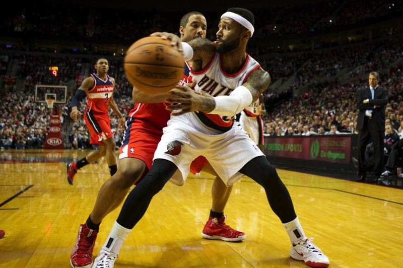 by: TRIBUNE PHOTO: JAIME VALDEZ - Mo Williams of the Blazers makes a pass in front of Wizards guard Andre Miller.