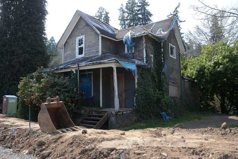 by: TIDINGS PHOTO: VERN UYETAKE - Constructed between 1890 and 1910, the Field's Bridge farmhouse is one of the oldest buildings in West Linn. The city says it has also become dangerous and plans to tear it down next month.