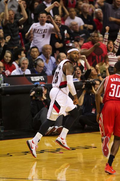by: TRIBUNE PHOTO: JAIME VALDEZ - Mo Williams looks back after hitting his 3.