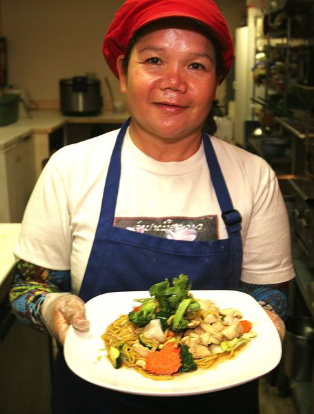 by: OUTLOOK PHOTO: JIM CLARK - Amys mother, Wana, displays a plate of her Srisiamchai Golden Noodles.