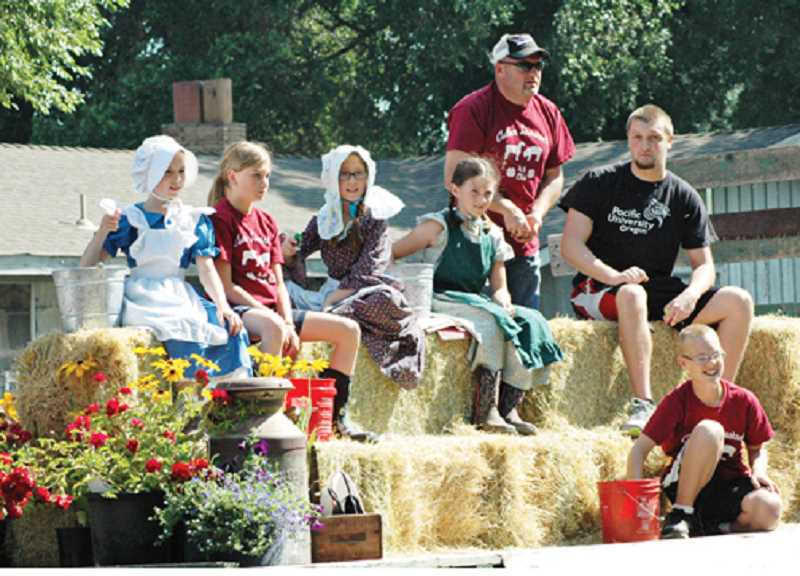 Culver Livestock 4-H Club members throw candy to the crowd.