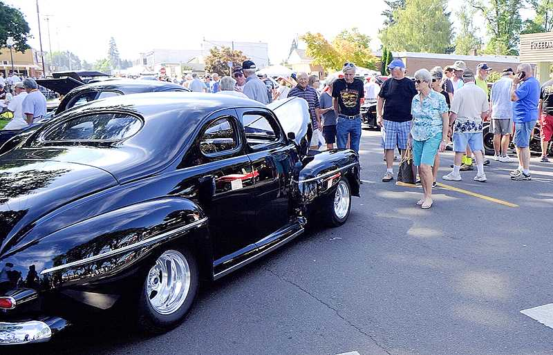 Photo Credit: RAY HUGHEY - Visitors to Canby's Big Weekend admire one of the more than 400 cars surrounding Wait Park.
