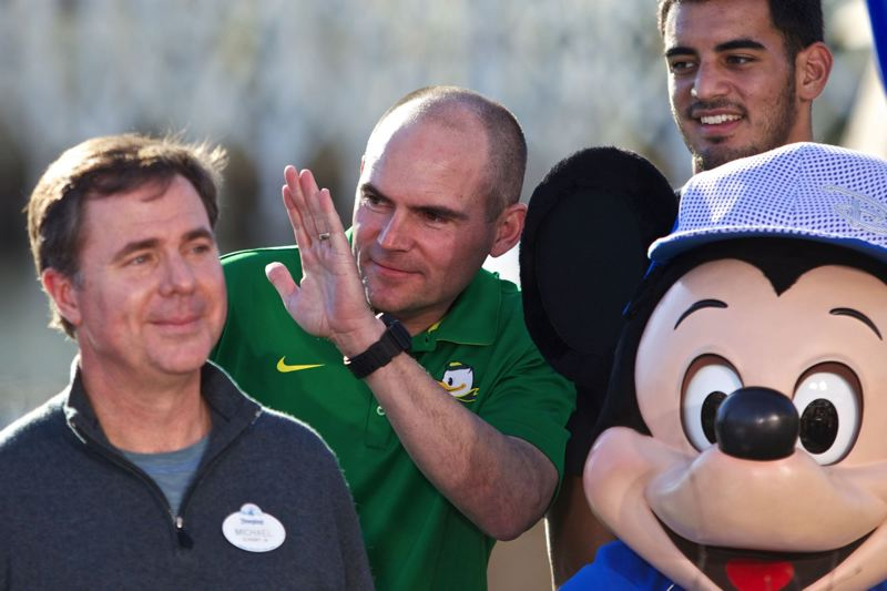 Oregon Ducks coach Mark Helfrich waves to his family.