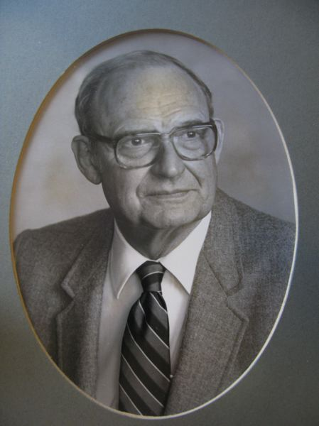 Photo Credit: FAMILY PHOTO - A formal portrait of Dr. Gregg Wood taken after his election in 1984 as president of the Meridian Park Hospital medical staff.