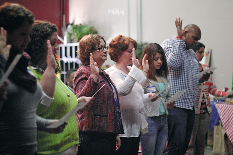 New citizens read the Oath of Allegiance