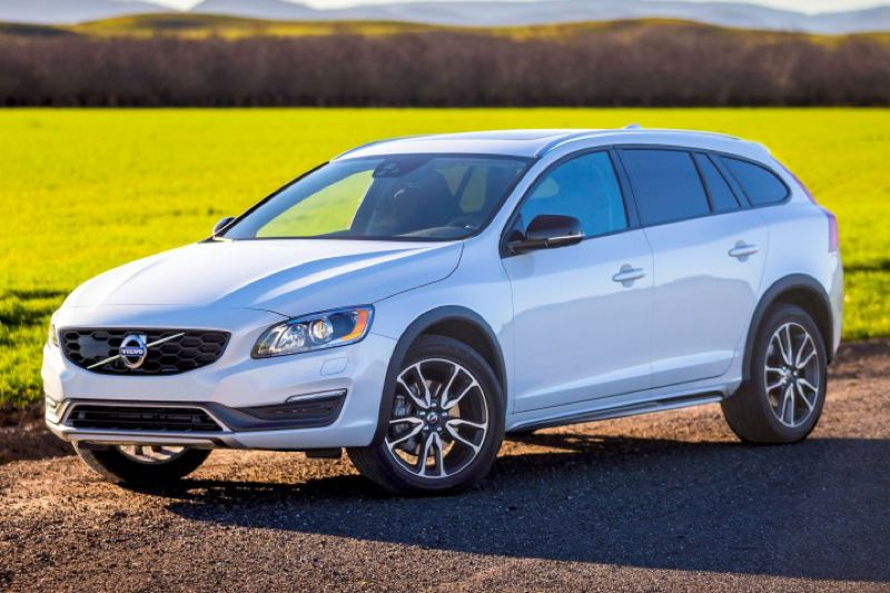 VOLVO CARS NORTH AMERICA LLC - The 2016 Volvo V60 Cross Country offers stunning looks, a smoth and quiet ride, all-wheel-drive and 7.4 inches of ground clearance.